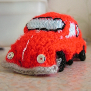 Welcome to Lindum Crafts, home of the Knitted Morris Minor Kit